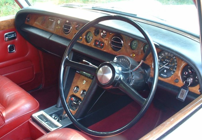 DM 0309 dashb rolls royce silver shadow dashboard 1999 Rolls-Royce at bayanpartner.co