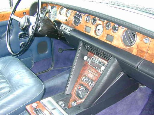 The same dashboard of the American Silver Shadow from 1974.